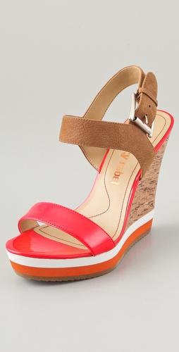 tia shoe